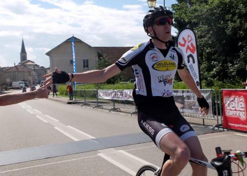 Roger Grimoud est un président heureux car ses coureurs sont vraiment intraitables en ce moment : Après la victoire de Baptiste Chardon samedi à La Tranclière, c'est Xavier Goyffon qui […]