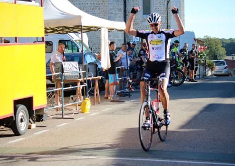 Formidable fin de saison des coureurs du club qui remportent quasiment toutes les courses auxquelles ils participent… 08/09, Prix de Chatenay (FSGT) : En 1 et 2, course d'équipe exemplaire […]