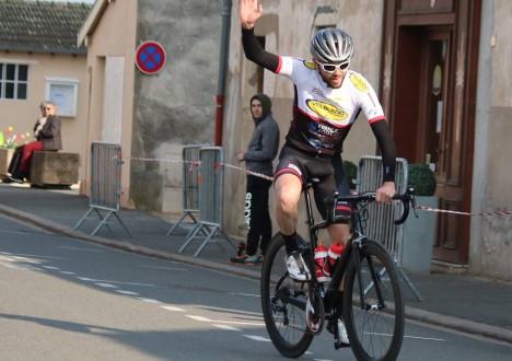 Il ne se passe plus un week-end sans qu'un coureur du SDC remporte une course : Après Bourg en Bresse, Julien Maitre remporte sa 2ème victoire personnel sur route de […]